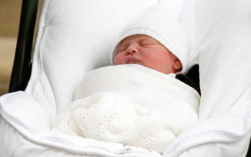 Британские подданные умиляются новорожденному принцу Луи