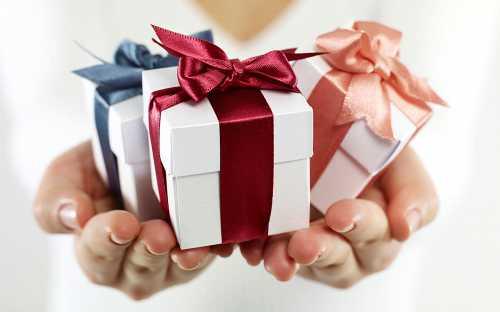 В какой день покупать подарки