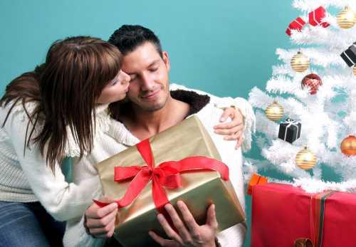 Новый год 2017: этапы подготовки подарка для девушки