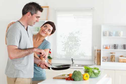 По идее, идеальная жена должна уметь дать дельный совет и разбираться в интересующих супруга вещах