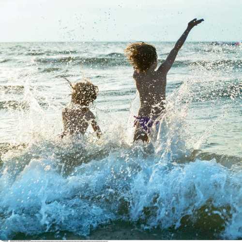 Будем с ребенком купаться, плавать, нырять и плескаться