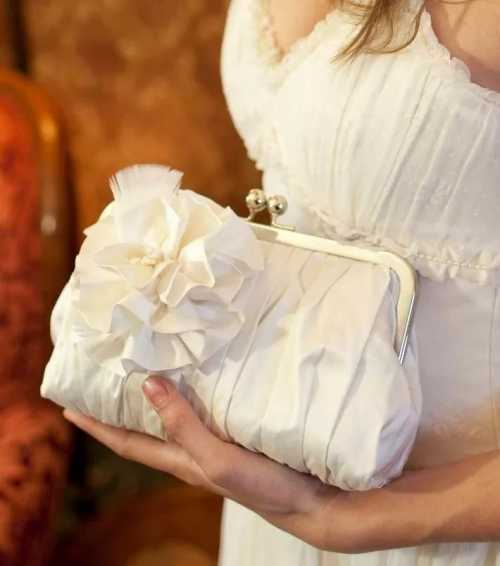 Что положить в сумочку невесты